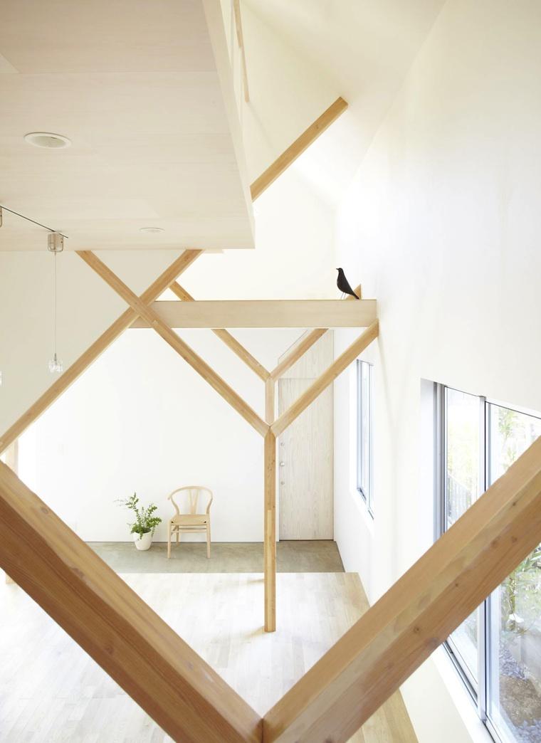 So modern und leicht können dachbalken wirken gekreuzt und diagonal zeichnen sie linienförmige starke formen durch das ganze haus