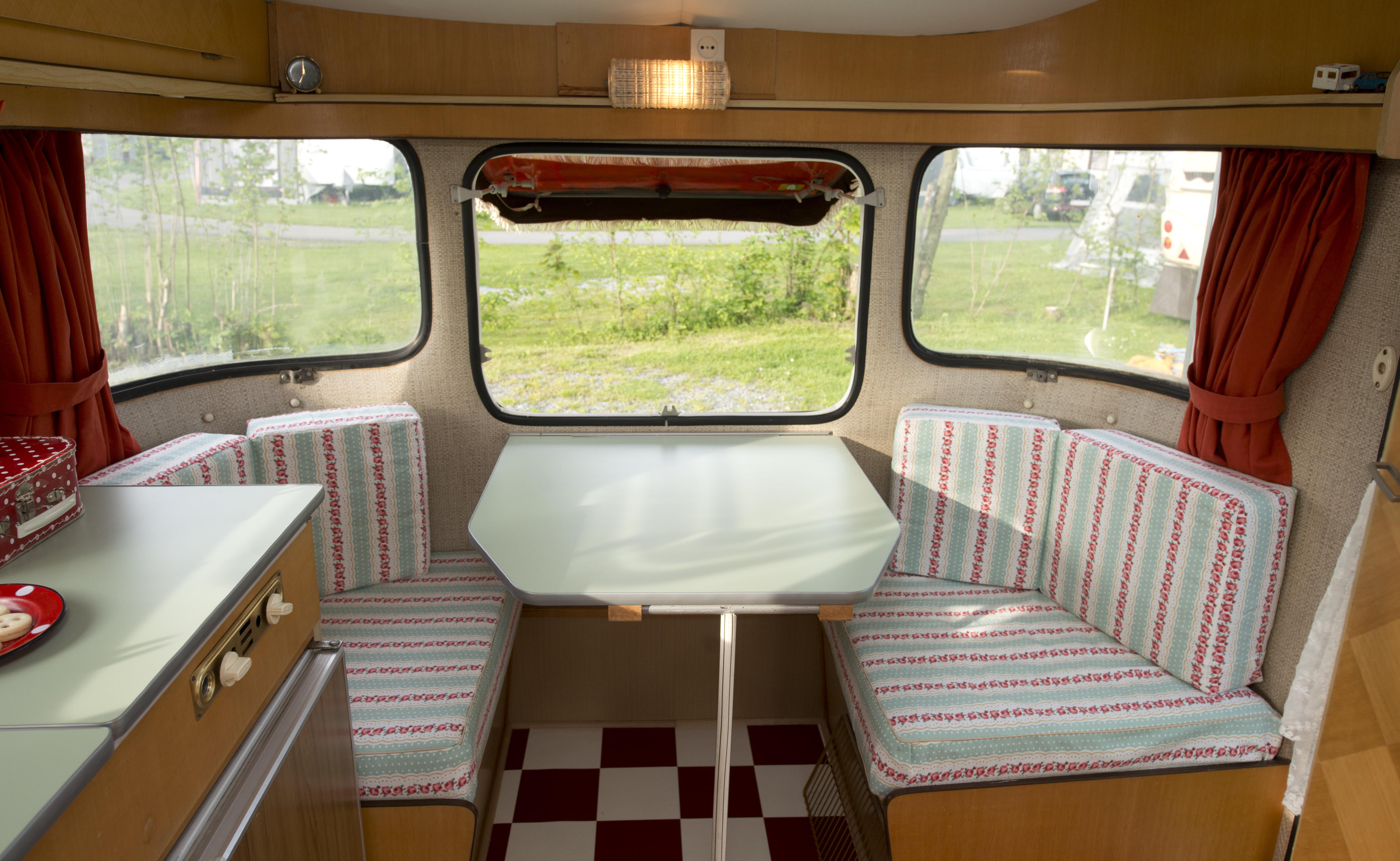 kleine zeitreise im wohnwagen sweet home. Black Bedroom Furniture Sets. Home Design Ideas
