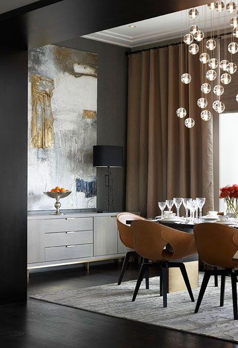 ... Wirkt Auch Eine Einrichtung Interessant, Bei Der Unterschiedliche  Elemente Zusammenfinden. Hier Sind Es Eames Bürostühle Um Einen Grossen, ...