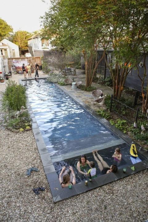 Lieber Pool Statt Garten, Hat Sich Diese Familie Gedacht Und Sich Für Einen  Länglichen Stilvollen Minipool Entschieden. (Bild über: Apartmenttherapy)