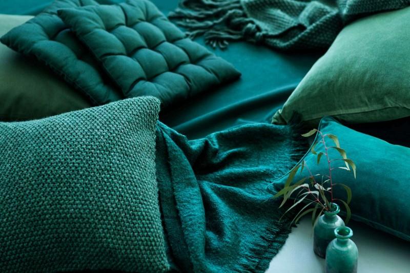 Smaragdgrn Ist Die Neuste Trendfarbe Frs Wohnen Und Sie Zieht Magisch An  Eine Farbe Zum Verlieben Und Ideal Um Die Wohnung Zu Schmcken Zum Beispiel.