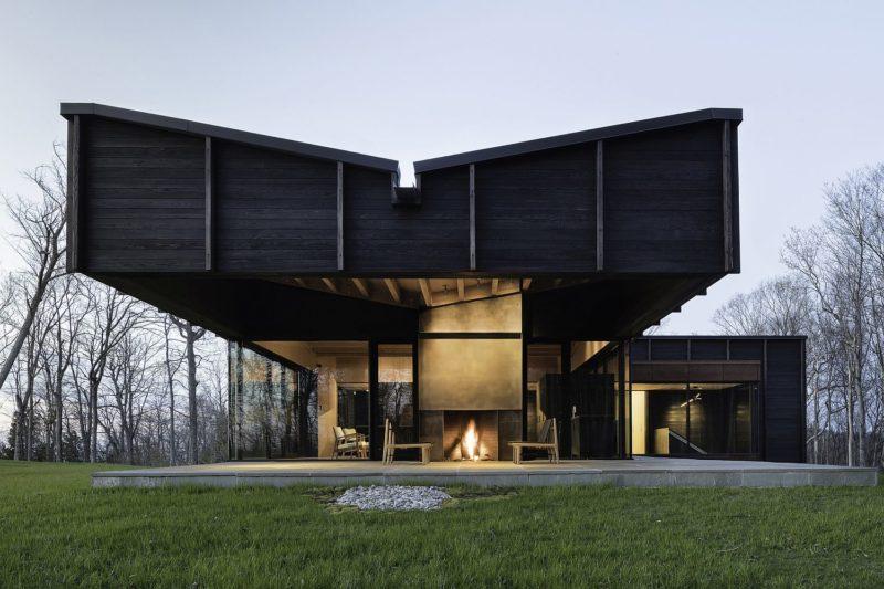 Holzfassade Schwarz verkohltes haus