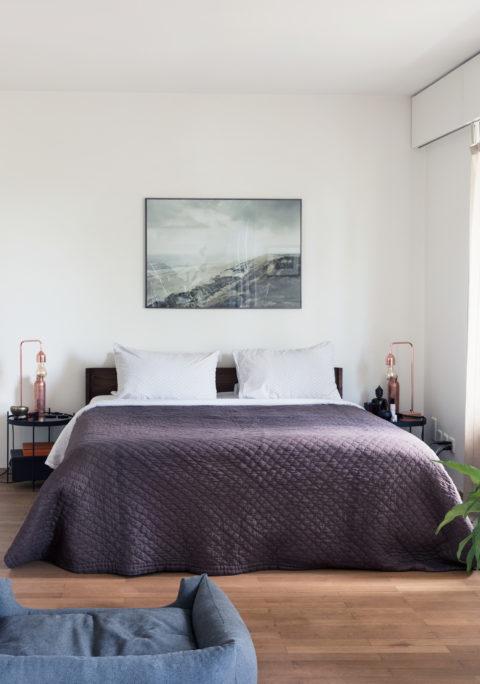 Für Das Schlafzimmer Hat Katja Lavendel Als Farbe Für Die Bettdecke  Gewählt. Die Helle, Fein Gemusterte Bettwäsche Guckt Einladend Hervor.