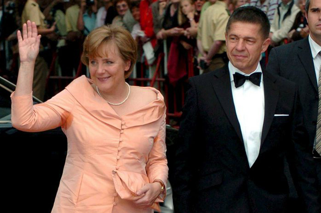 German chancellor contestant and chairwoman of the CDU Angela Merkel and her husband Joachim Sauer arrive at the festival opera house in Bayreuth, Germany, Monday 25 July 2005. The 94th Richard Wagner festival was opened with a new production of 'Tristan and Isolde'.  EPA/ Armin Weigel