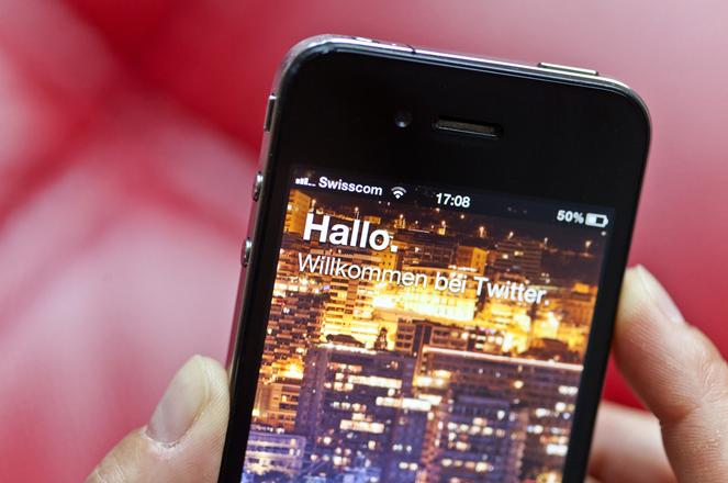 The Twitter entry portal displayed on an iphone, pictured on July 5, 2012, in Zurich, Switzerland. (KEYSTONE/Gaetan Bally)  Die Einstiegsseite von Twitter, angezeigt auf einem iphone. Aufgenommen am 5. Juli 2012 in Zuerich. (KEYSTONE/Gaetan Bally)