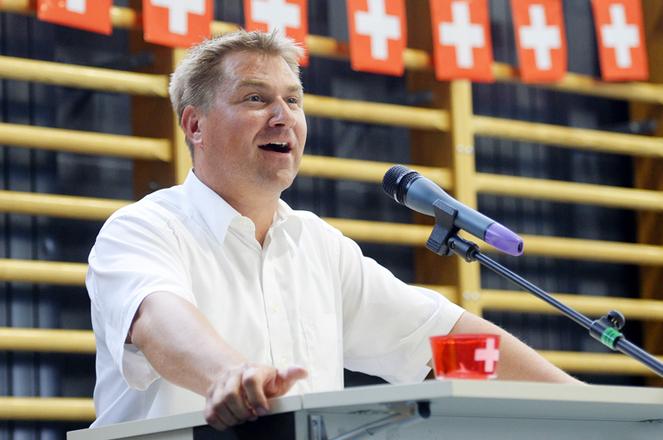 Festansprache von SVP Parteipraesident Toni Brunner an der Bundesfeier in Ruemlang (ZH) am Samstag, 1. August 2015. (KEYSTONE/Walter Bieri)