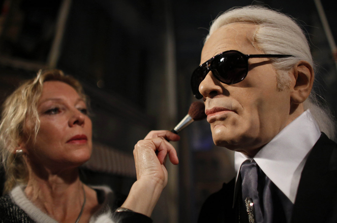 Artist Saskia Ruth powders the face of the wax figure of German fashion designer Karl Lagerfeld at the  'Panoptikum' waxworks theater in Hamburg, northern Germany Thursday June 7, 2012.  (AP Photo/dapd/Philipp Guelland)