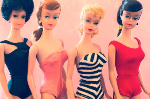 Vorbei mit Traummassen: Vintage Barbiepuppen. (Flickr/RomitaGirl67)
