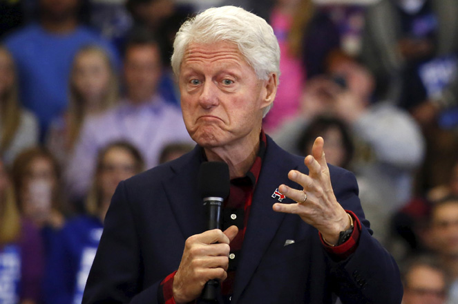 Former U.S. President Bill Clinton introduces U.S. Democratic presidential candidate Hillary Clinton during a campaign rally at Washington High School in Cedar Rapids, Iowa January 30, 2016.  REUTERS/Adrees Latif    - RTX24R5U
