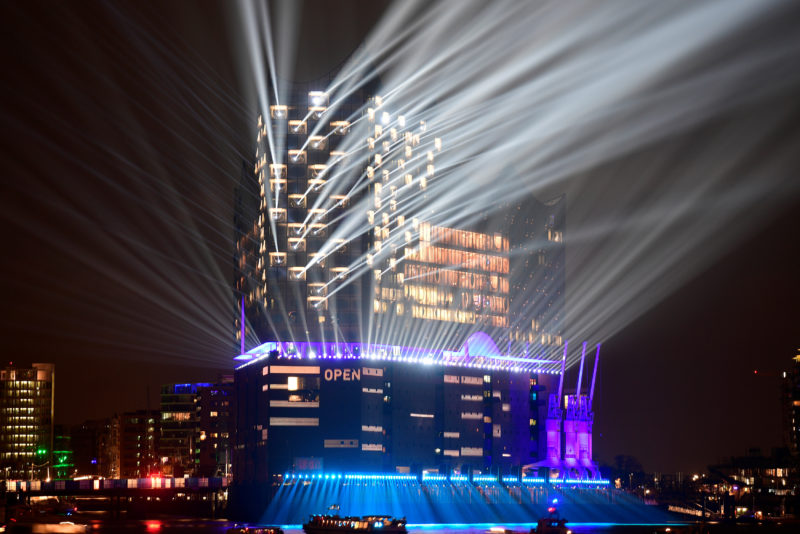 Konzertsäle ziehen zuviele Lieschen Müllers an: Zum Beispiel in der neuen Elbphilharmonie in Hamburg, Foto: Fabian Bimmer (Reuters)