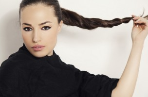Geduld in Zentimetern: Leider gibt es noch kein Zaubermittel, welches das Haarwachstum beschleunigt. (iStock)