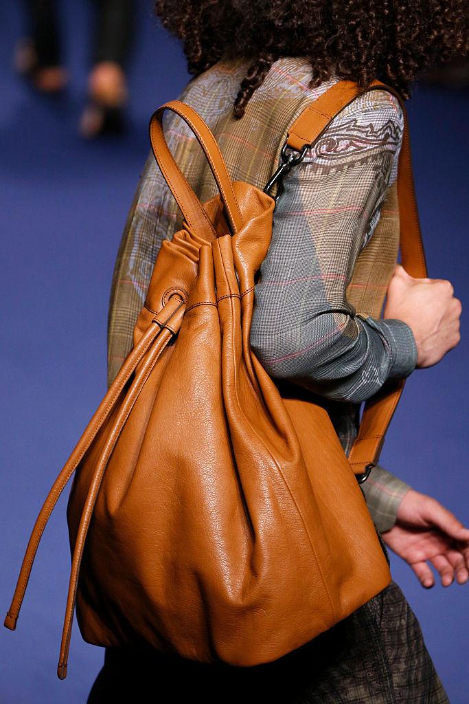 Klasse statt Massenware: Ein individueller Bag macht viel mehr her als Designer-Massenware. (Getty)