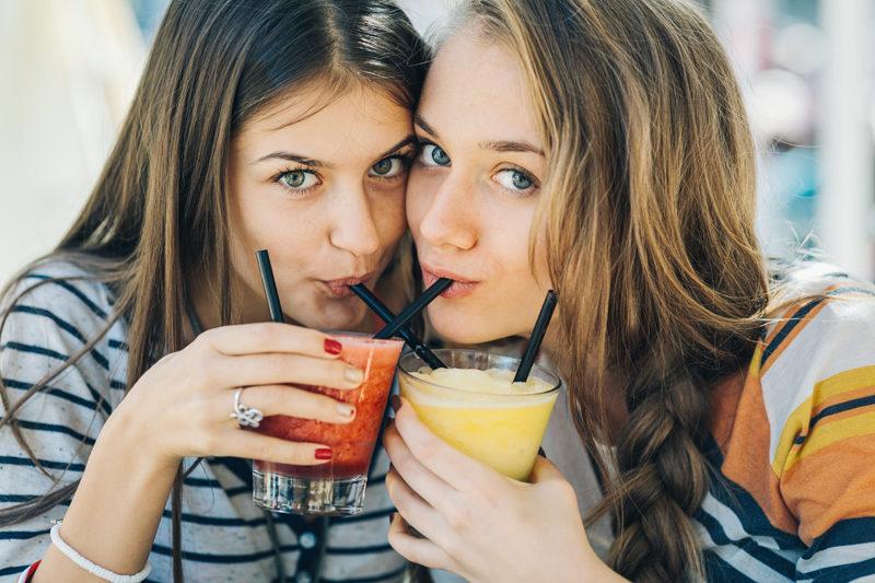 Hauptsache Frucht: Die beliebten Smoothie haben gegenüber Fruchtsäften auch Nachteile. (iStock)