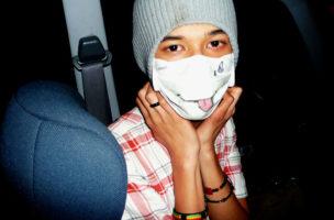 Gesunder Galgenhumor: Bemalte Schutzmaske gegen die Schweinegrippe 2009. Foto: neys fadzil (Flickr)
