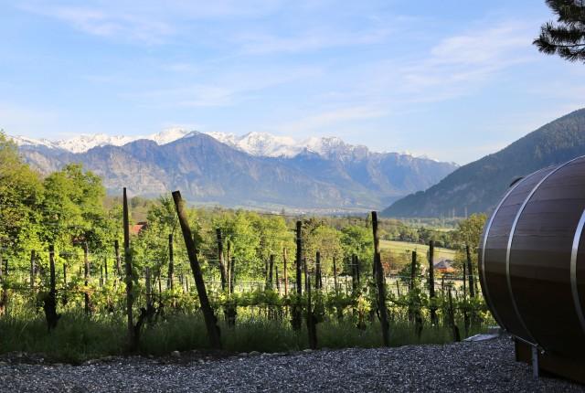 Die Fässer stehen unter anderem in Maienfeld (Graubünden).