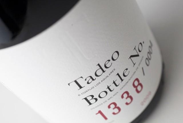 Jedes Flaschenetikett ist sozusagen ein Unikat, die Anzahl Flachen ist limitiert und nummeriert.