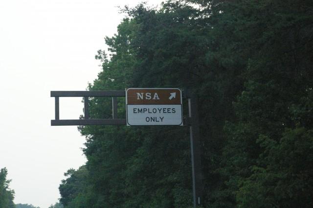 Bitte rechts abbiegen: Schild auf dem Baltimore-Washington Parkway. Foto: Potjie/Flickr