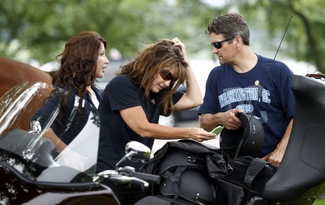 «Wissen Sie, wer wir sind?» Sarah Palin, im Bild mit Bristol und Ehemann Todd an einer Motorradfahrt zu Ehren von US-Veteranen 2011, setzte auf ihren Namen. Foto: Reuters