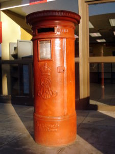 ... aber kaum möglich: Alter Briefkasten vor einem Postamt in Kapstadt. Alle Fotos: Flickr