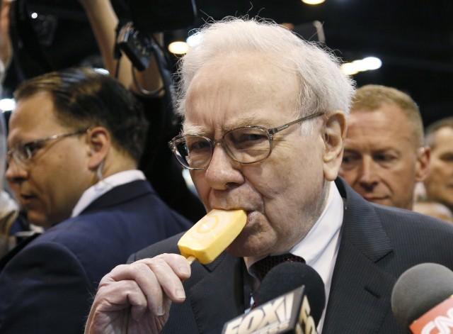 Heiss auf Eis – unter anderem: Warren Buffett, CEO von Berkshire Hathaway, an der letztjährigen Jahresmedienkonferenz. Foto: Rick Wilking (Reuters)