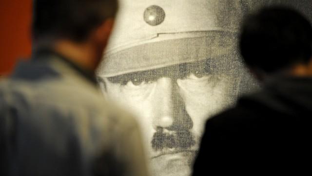 Idol und Bösewicht: Hitler-Porträt an einer Ausstellung im Deutschen Historischen Museum 2010. Foto: Michael Gottschalk (Keystone)
