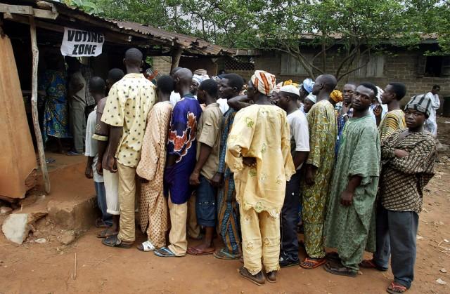 Sollen sich als Nigerianer fühlen: Mitglieder des Yoruba-Stammes in Ogun, Nigeria. (Foto: Ben Curtis/Keystone, AP)