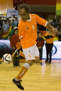Daniel Scioli, the governor of Buenos Aires province who's running for president of Argentina, plays with a ball before playing a friendly indoor soccer match against Bolivia's President Evo Morales, in Buenos Aires, Argentina, Thursday, Sept. 17, 2015. Scioli is the ruling party presidential candidate for Argentina's next presidential election set for Oct. 2, of this year. (AP Photo/Natacha Pisarenko)