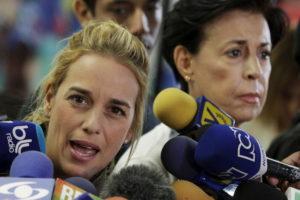 Frau und Mutter des inhaftierten Oppositionsführers: Tintori mit Antonieta Mendoza, 19. Januar 2016. Foto: Marco Bello (Reuters)