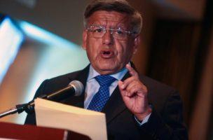 César Acuña vor den Medien in Lima, 27. January 2016. Foto: Vidal Tarqui (EPA, Keystone)
