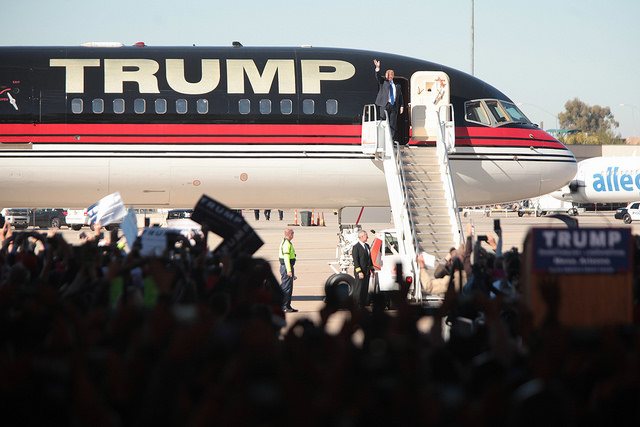 Donald Trump landet auf dem Mesa Gateway Airport in Mesa, Arizona. Foto: Gage Skidmore (Flickr)