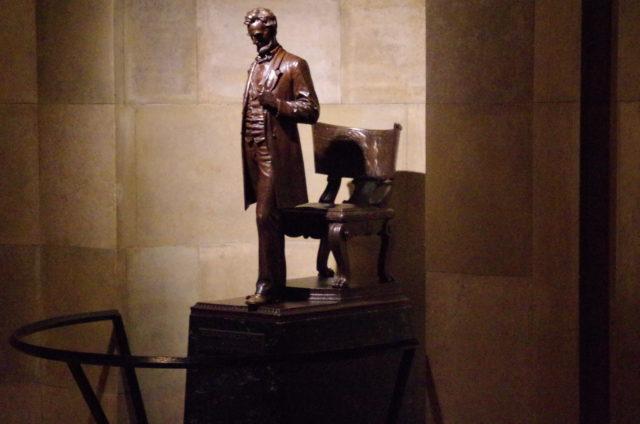 Abraham Lincoln prophezeihte, dass Amerika von innen zerstört wird: Statue in der Grabkammer.