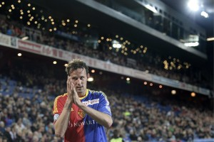 Basel's Marco Streller thanks the fans after his substitution during the Super League soccer match between FC Basel and FC Lausanne-Sport at the St. Jakob-Park stadium in Basel, Switzerland, on Thursday, May 16, 2013. (KEYSTONE/Georgios Kefalas)