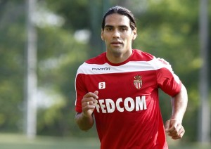 AS-Monaco-Neuzugang Radamel Falcao.epa03798706 Monaco's Colombian forward Radamel Falcao takes part in a training session of AS Monaco in La Turbie, near to Monaco southeastern France, 23 July 2013.  EPA/SEBASTIEN NOGIER