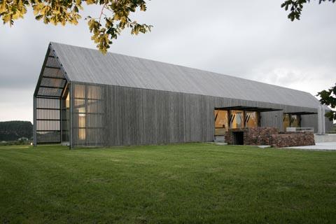 Das haus das eine scheune war sweet home for Architektur 80er jahre