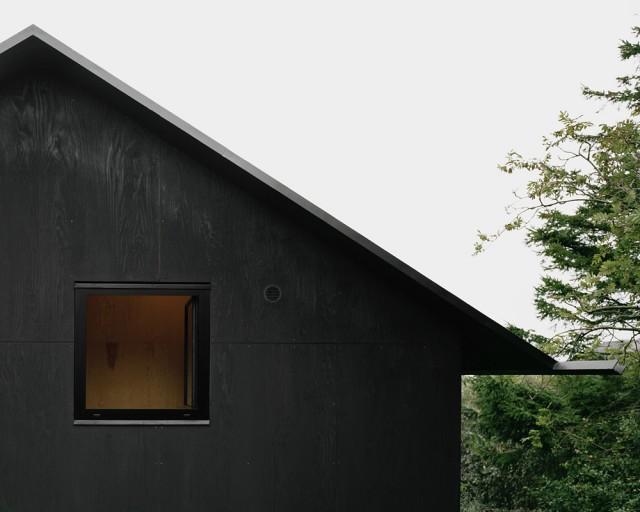 Schwarze Fassade schlichte schwarzweiss architektur aus schweden home