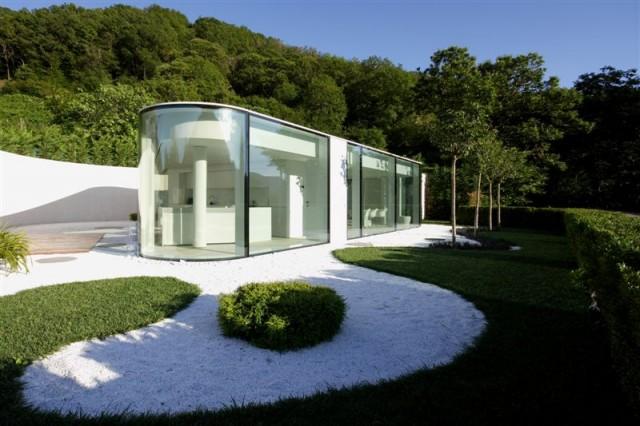 Der Obere Hauptteil Des Hauses Ist Ein Glaspavillon, Der Wohn Esszimmer Und  Küche Beherbergt. Darunter, Halb Unterirdisch, Ist Der Zweite Hausteil In  Dem ...