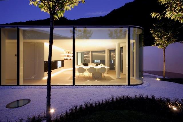 Das Frische Weiss In Der Architektur, Im Interiordesign Und Im Garten Geben  Diesem Haus Eine Moderne Leichtigkeit Und Lassen Es Fast Schweben.