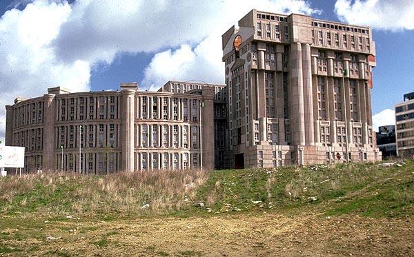 Monumental wohnen sweet home - Postmoderne architektur ...