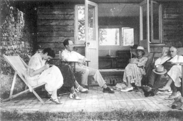 Lewis Durham Kent News & Pictures Ltd (01622) 755133 outside the summerhouse in the thirtys Virginia sits by the open door (centre) with her house guests economist Maynard Keynes (right) and Angelica, Vanessa and Clive Bell.