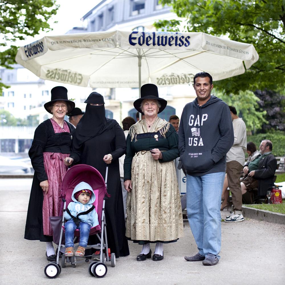 Photo series: 'Das Paradies'. Arabic tourism in Zell am See, Austria. More information: http://www.mariekevandervelden.com/#/das-paradies/ Marieke van der Velden, Reinier Claeszenstraat 4 -2hoog, 1056 WJ Amsterdam (The Netherlands). Mobile: 0031 6 255 141 97 info@mariekevandervelden.com