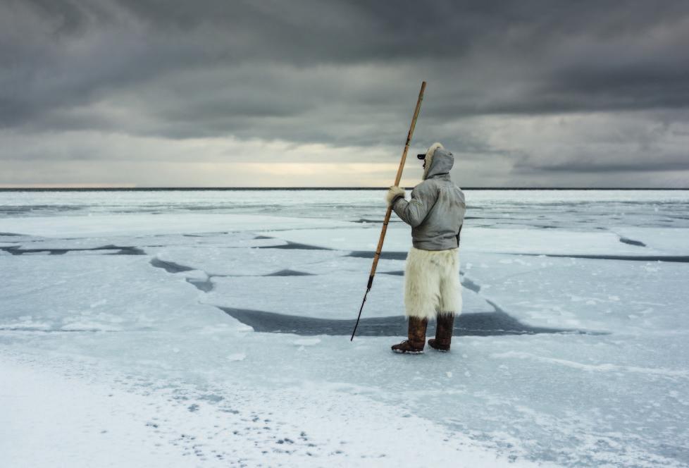 ** Vanishing Thule ** Ausstellung NONAM Zürich 1.10.2015 - 28.02.2015 Niels Minunge an der Eiskante. Frisches Treibeis wurde von Westen an die Eiskante getrieben, was die Jagd im Kajak verunmöglicht.