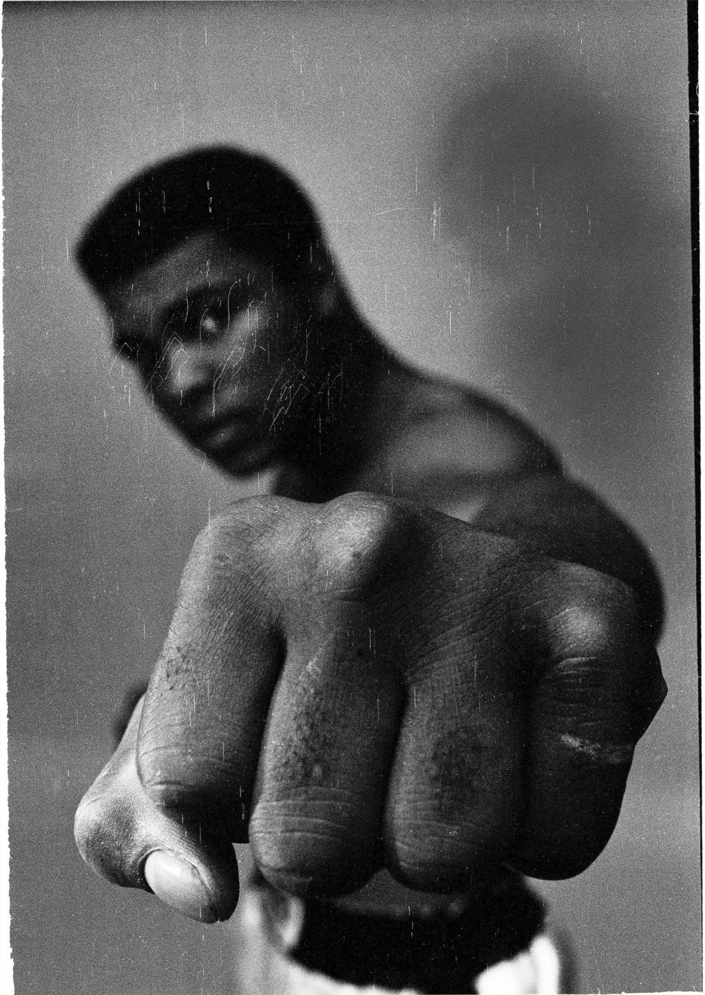 Ali Fist black_London_1966_Print 50 x 60 cm_Rahmen 60 x 80 cm_Baryt-Abzug_Edition 1 von 20
