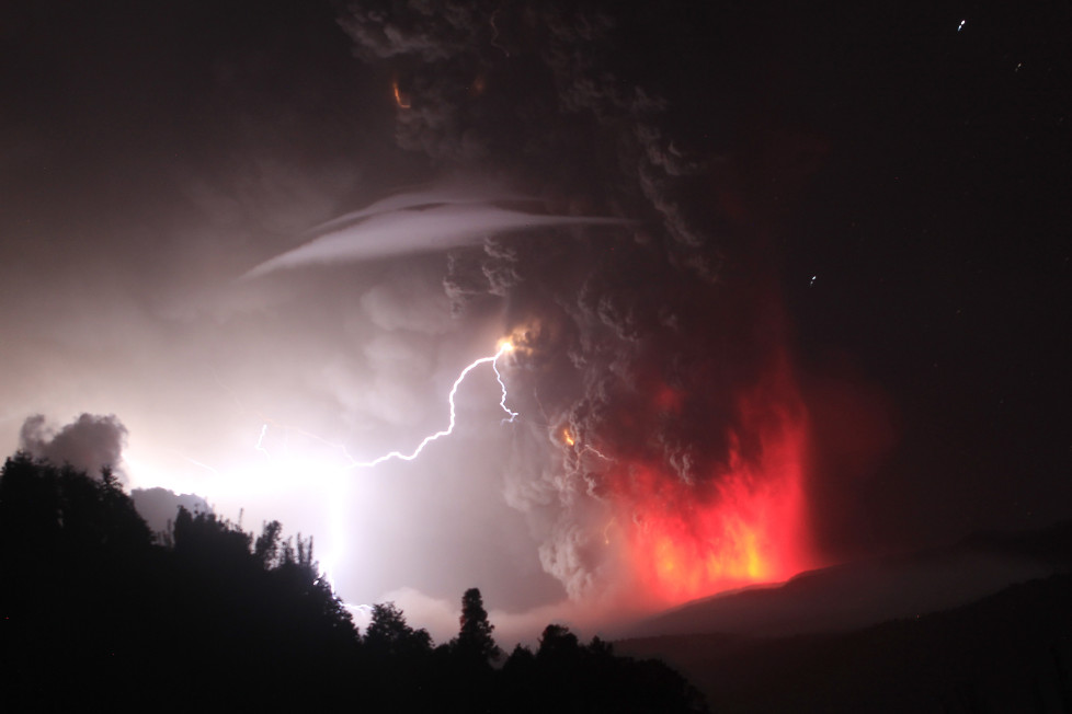 Lightning bolts strike around the Puyehue-Cordon Caulle volcanic chain near southern Osorno city June 5, 2011. The volcano in the Puyehue-Cordon Caulle chain, dormant for decades, erupted in south-central Chile on Saturday, belching ash over 6 miles (10 km) into the sky, as winds fanned it toward neighboring Argentina, and prompted the government to evacuate several thousand residents, authorities said. REUTERS/Ivan Alvarado (CHILE - Tags: ENVIRONMENT DISASTER SOCIETY) - RTR2ND57
