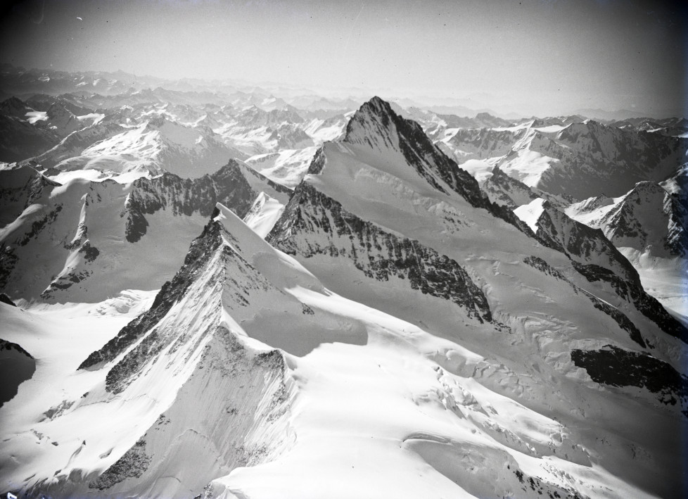 Agassizhorn, Finsteraarhorn v. N. aus 4300 m