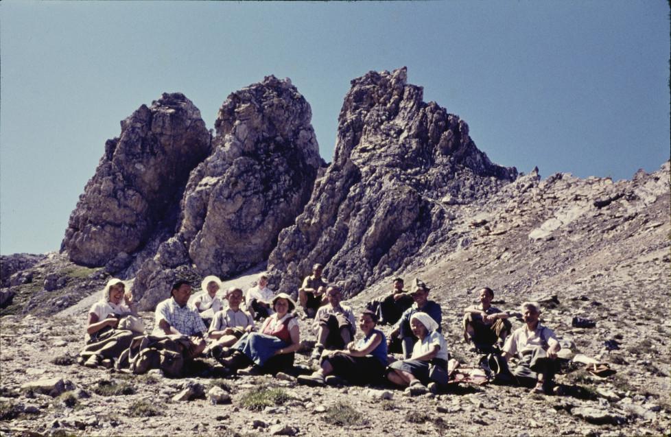 Am Fusse von Las Trais Fluors, ca. 2740 m: Unsere Gesellschaft a