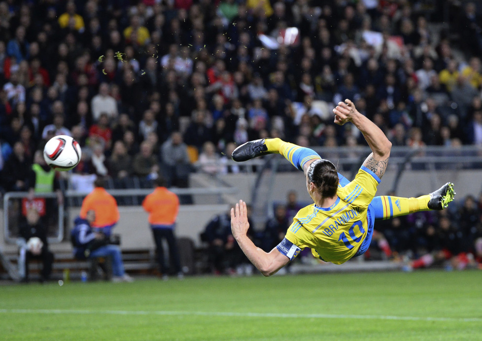 Sweden's forward Zlatan Ibrahimovic shoots during the friendly international football match between Sweden and Iran at the Friends Arena in Solna near Stockholm on March 31, 2015. AFP PHOTO / JONATHAN NACKSTRAND / AFP / JONATHAN NACKSTRAND