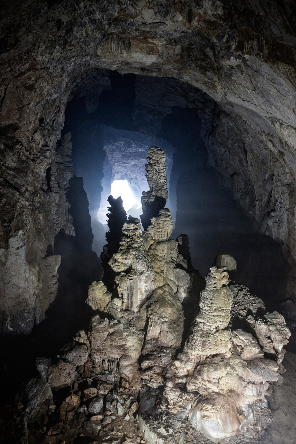 Biggest Stalagmite in the world (80m) inside Son Doong Cave. Foto: Tanja Demarmels