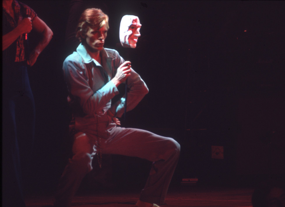 "LOS ANGELES - OCOTOBER 1974: Musician David Bowie performing onstage during his ""Diamond Dogs"" tour at the Universal Amphitheatre in October 1974 in Los Angeles, California. (Photo by Michael Ochs Archives/Getty Images)"