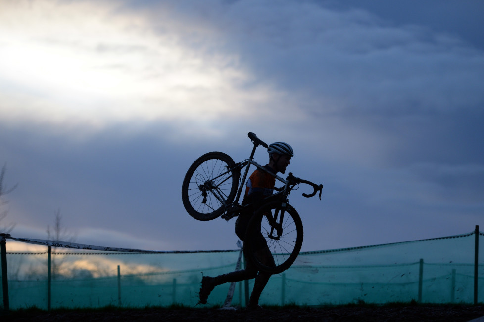 A rider competes in the Elite Men's Championship of the 2016 British Cycling National Cyclo-Cross Championships at Shrewsbury Sports Village on January 10, 2016 in Shrewsbury, Central England. The sport of cyclo-cross, featuring lightweight bikes with off-road tyres, has dramatically increased in popularity over the past few years. AFP PHOTO / OLI SCARFF / AFP / OLI SCARFF