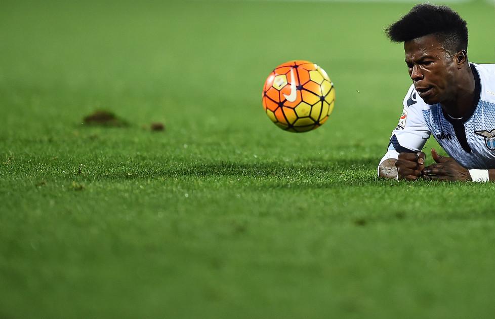 Lazio's forward from Senegal Balde Diao Keita reacts during the italian Serie A football match Fiorentina vs Lazio at the Artemio Franchi Stadium in Florence on January 9, 2016. / AFP / FILIPPO MONTEFORTE